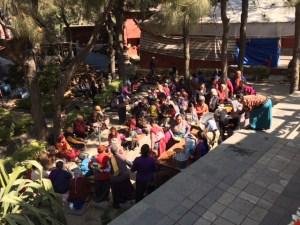 Nepál utcáján emberek
